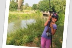 Valeria pesca una CARPA