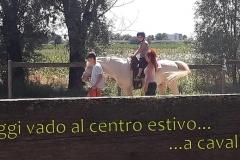 16-Oggi-Tania-al-centro-estivo-è-andata-a-cavallo