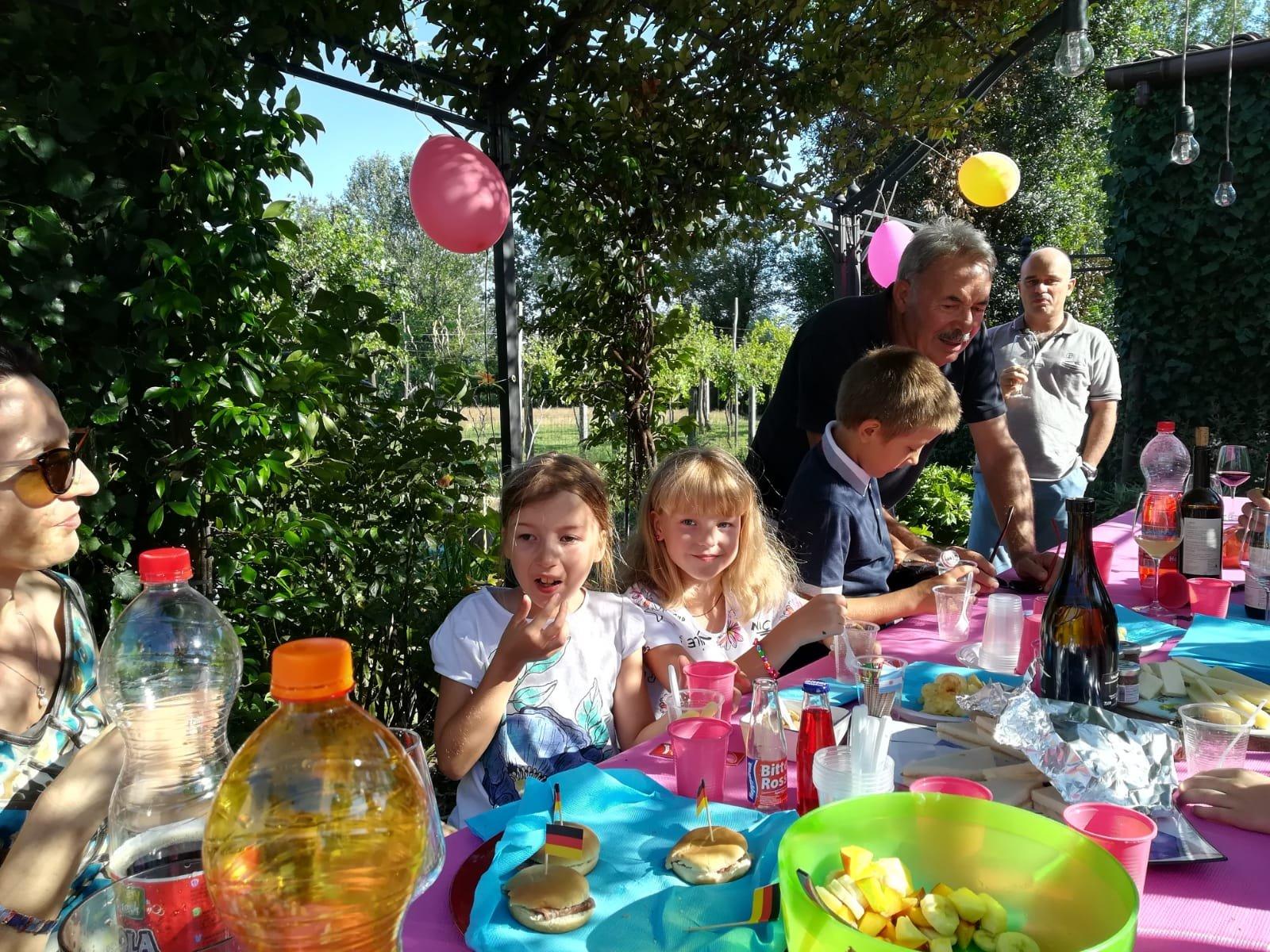 25-Bellissima giornata, festeggiando il compleanno di Valeria con alcune famiglie di ABC. Grazie a Luciana, Franco, Mara e Massimo..